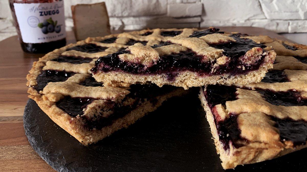 Italian recipe: blueberry jam and smoked ricotta tart